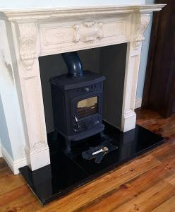 Henley Aran Fireplace Recess Image